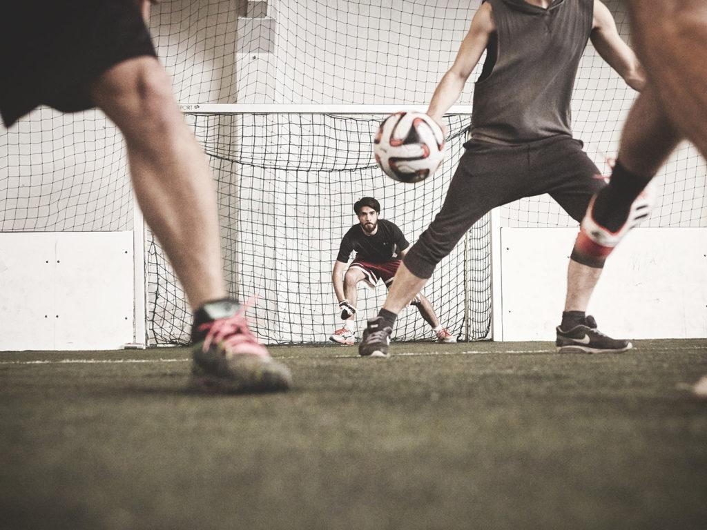Männer beim Fußball