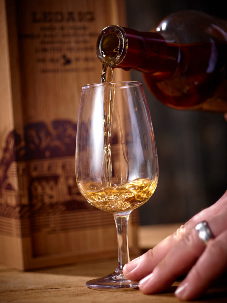 Whisky beim Einschenken
